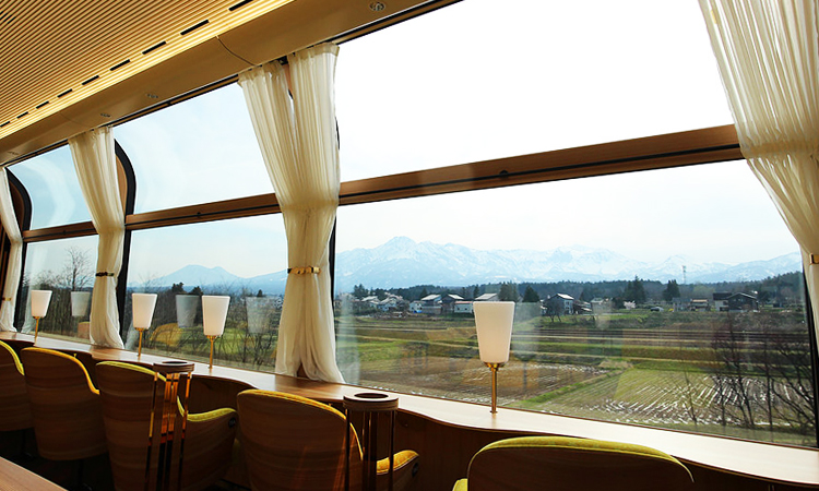 เส้นทางรถไฟ Echigo TOKImeki Resort SETSUGEKKA