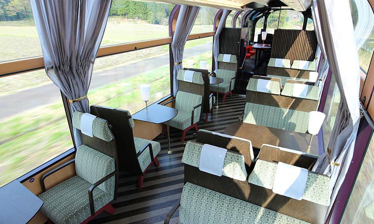 รถไฟสาย Echigo TOKImeki Resort SETSUGEKKA