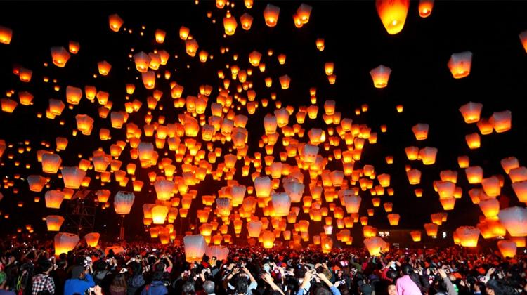เทศกาลโคมลอย Pingxi Sky Lantern Festival